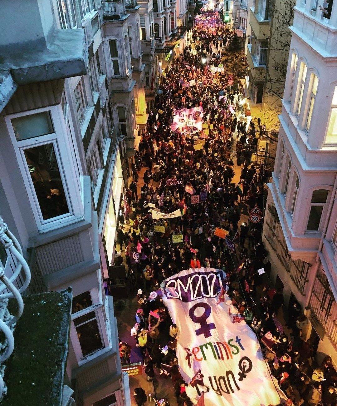 8 Mart Gece yürüyüşüne katılan kadınlara gece gözaltısı…