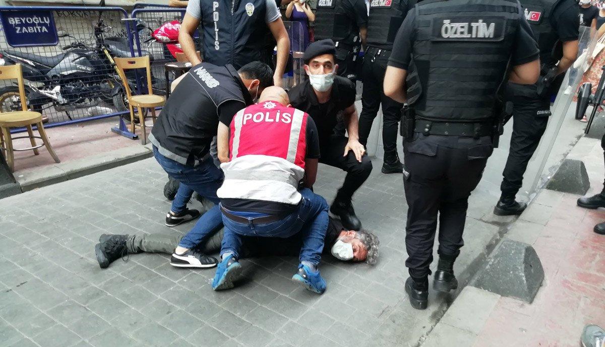 """""""Gazetecilik Suç Değildir"""" diyerek gazeteciler sokağa çıkıyor"""