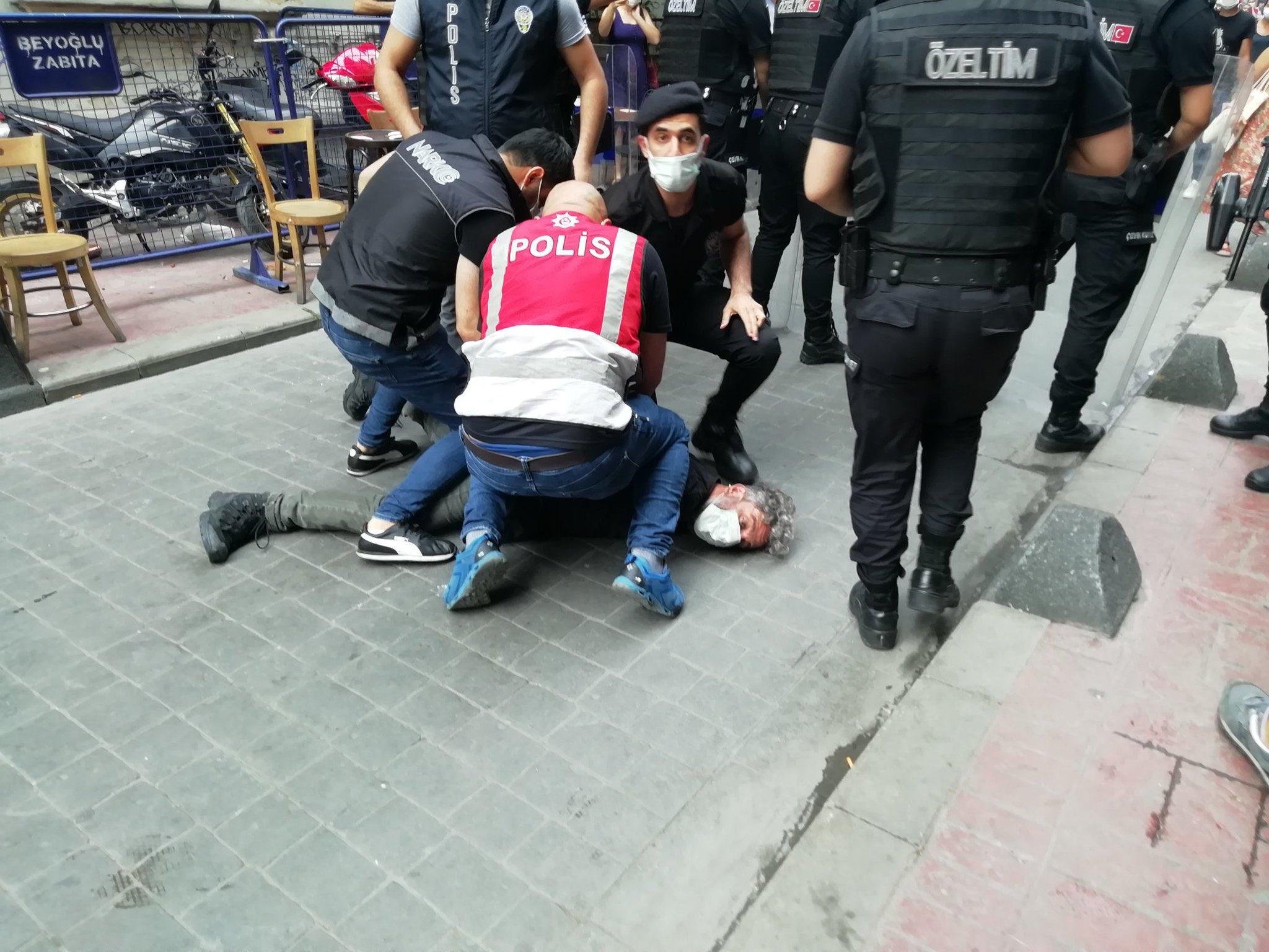 LGBTİ+ Yürüyüşüne polis saldırdı gözaltılar var