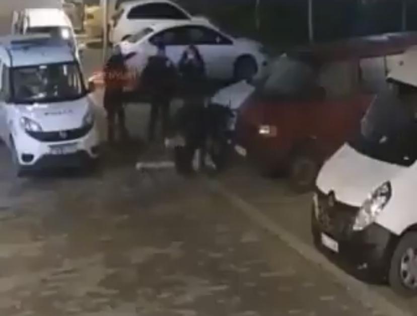 Polisler kadını dövdü… Sosyal medya ayağa kalktı
