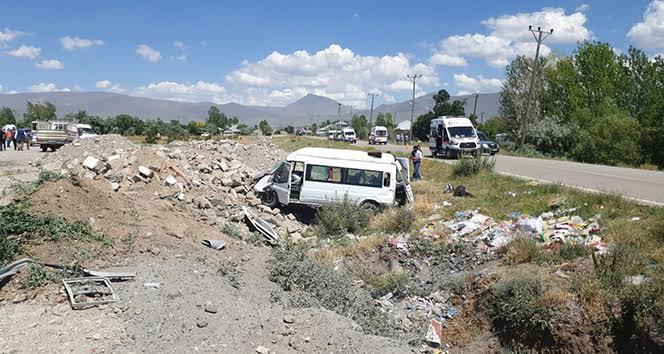 Van'da mültecileri taşıyan minibüs kaza yaptı; 12 kişi hayatını kaybetti