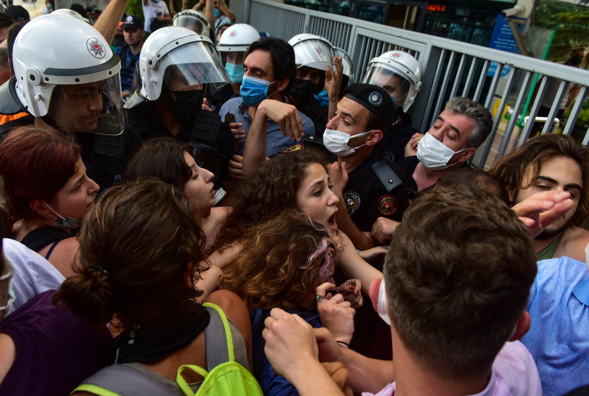 "CHP'li Nihat Yeşil: ""Boğaziçi protestolarına katılan kaç öğrencinin bursu kesildi?"""