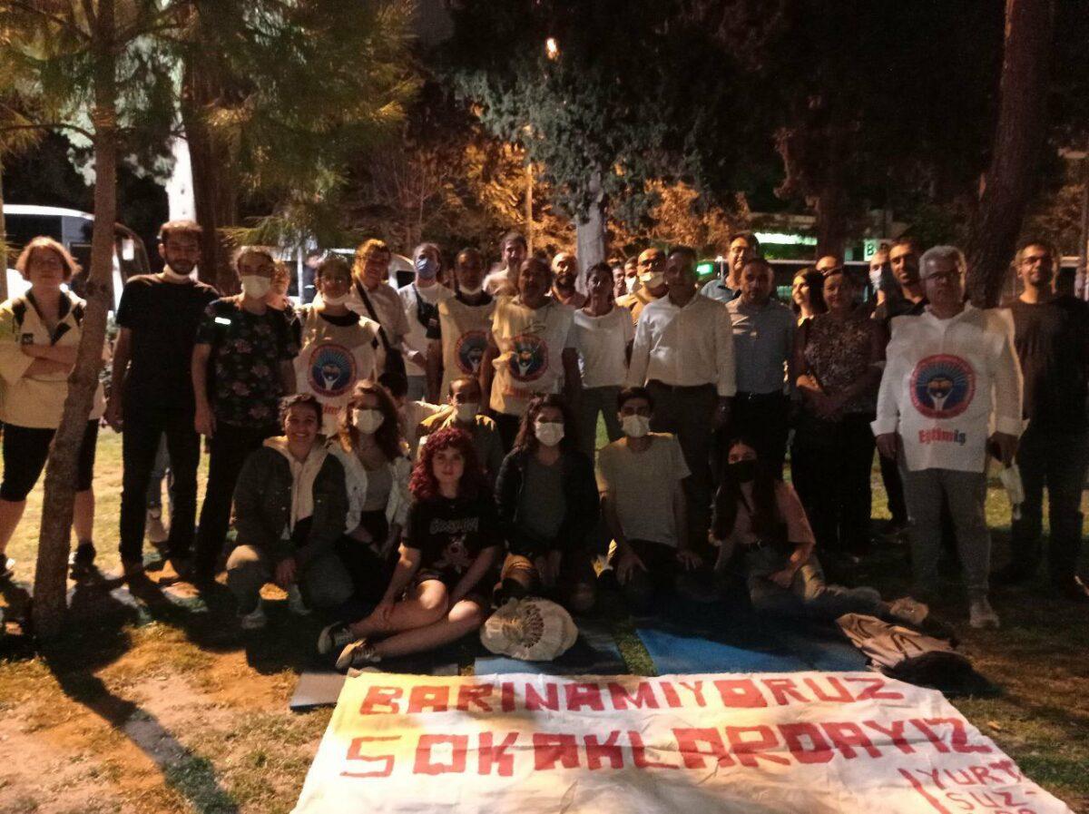 """Evsiz yurtsuz kalan öğrenciler """"Barınamıyoruz"""" eyleminde 3'üncü günde"""