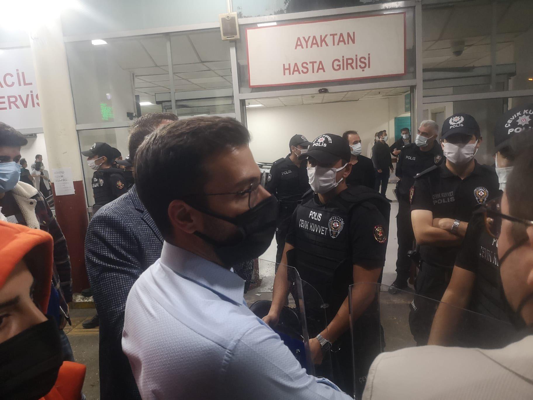 """İzmir'de """"yurtsuzlar"""" gözaltına alındılar"""