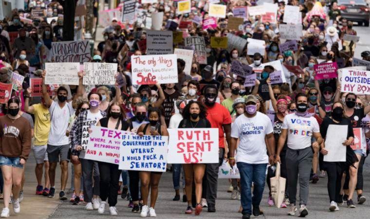 ABD'de milyonlarca kadın kürtaj yasağını protesto ediyor