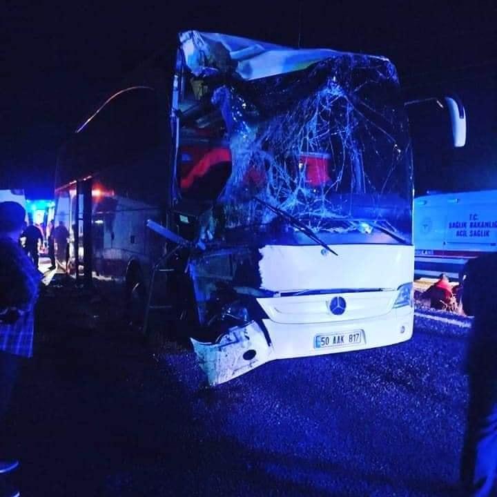 Hacıbektaş dönüşünde otobüs kaza yaptı; 35 genç yaralandı